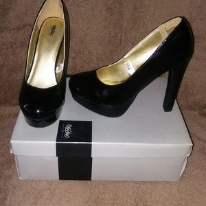 Mossimo black patent heels-size 7